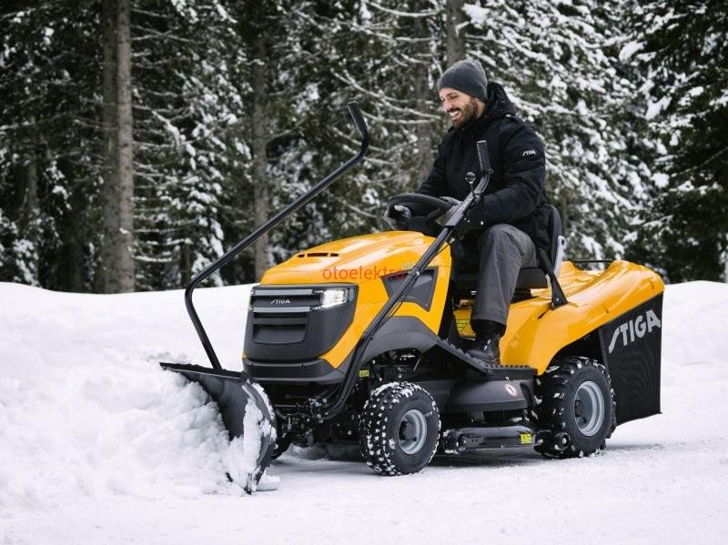 Traktor-ogrodowy-STIGA-Estate-6102-HW-pług-śnieżny-do-śniegu-zima